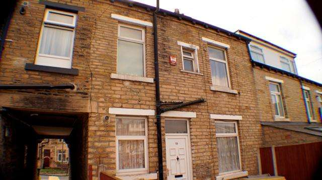 2 Bedrooms Terraced House for sale in 2 bedroom rear back to back in Thornbury area of BD3