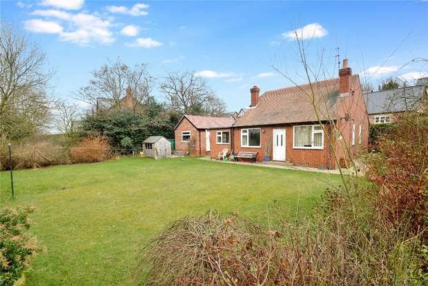 3 Bedrooms Detached Bungalow for sale in Holehouse Lane, Whiteley Green, Macclesfield, Cheshire