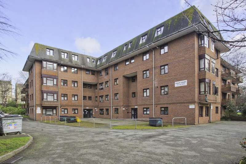 2 Bedrooms Flat for sale in Philip Court, The Drive, Hove BN3