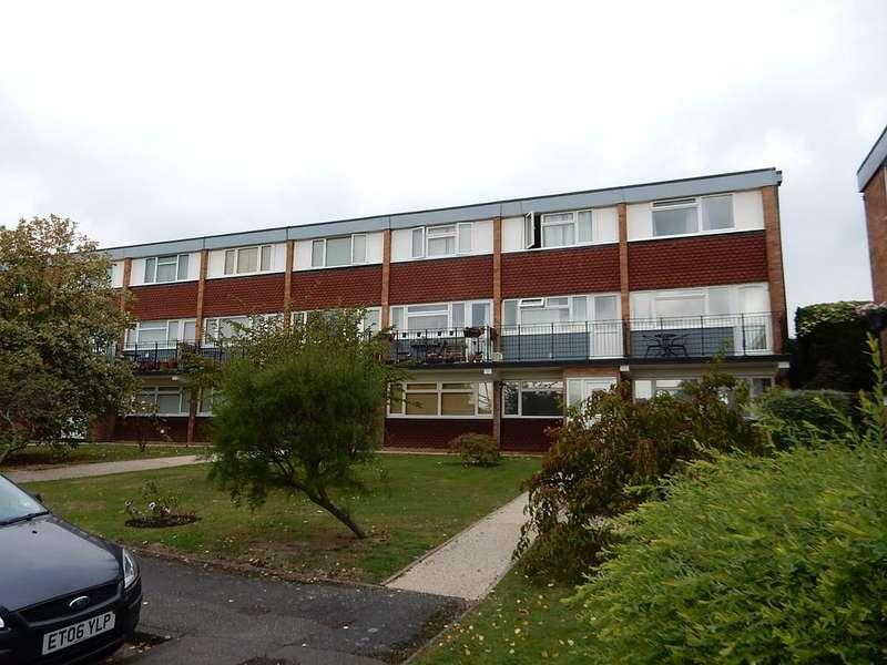 2 Bedrooms Maisonette Flat for sale in Cranham, Upminster rm14
