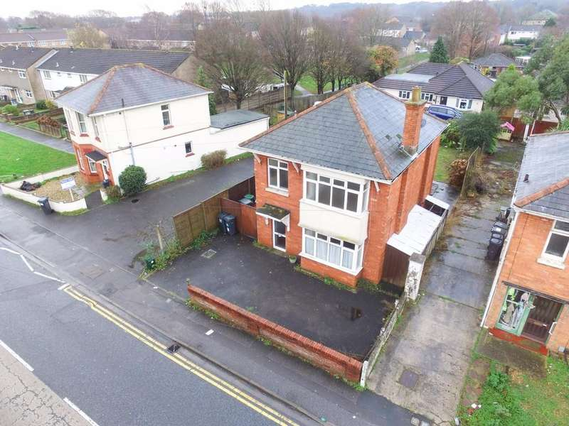 4 Bedrooms Detached House for sale in Columbia Road, Ensbury Park