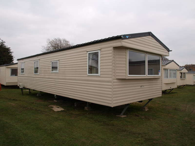 3 Bedrooms Park Home Mobile Home for sale in Willerby Sunset (2013), Valley Farm CO15 6LY