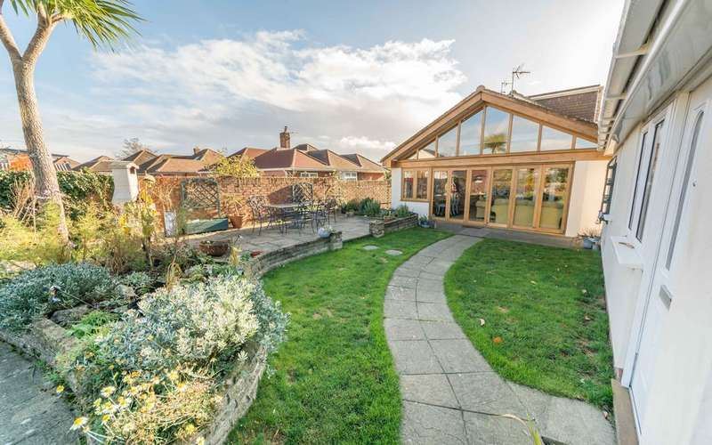 4 Bedrooms Detached House for sale in Brook Lane, Warsash, Southampton SO31