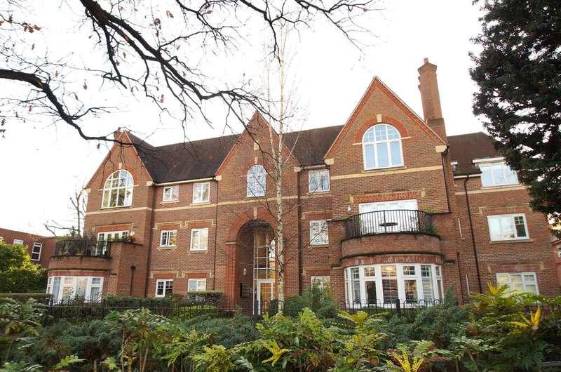2 Bedrooms Apartment Flat for sale in Queen Elizabeth House, Queens Road,Weybridge KT13