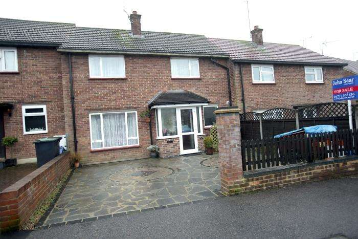 3 Bedrooms Terraced House for sale in RAYFIELD, EPPING CM16