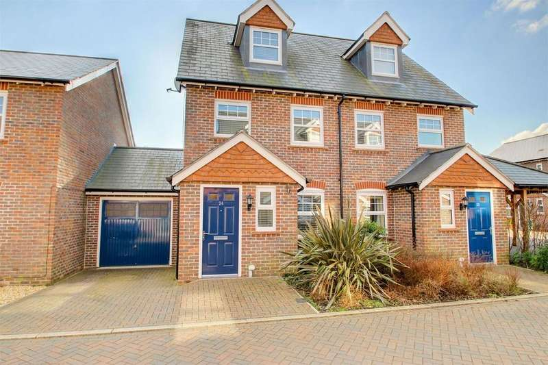 3 Bedrooms Town House for sale in Helens Close, Alton
