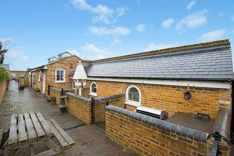 2 Bedrooms Detached Bungalow for sale in Cockering Road, Chartham, Canterbury, CT4