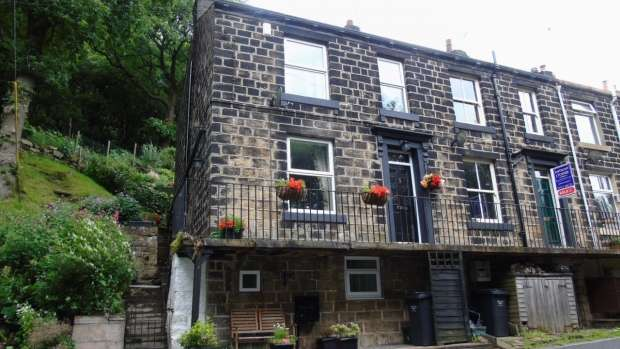 2 Bedrooms End Of Terrace House for sale in Victoria Buildings Cragg Vale Hebden Bridge