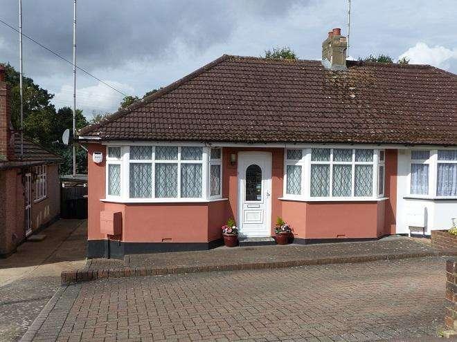 2 Bedrooms Semi Detached Bungalow for sale in alva way,Carpenders Park,WD19 5ED