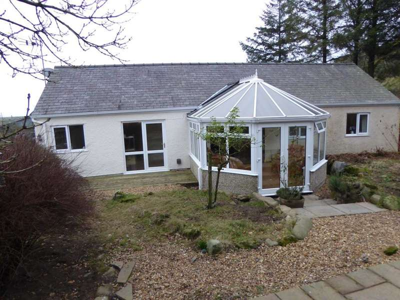 4 Bedrooms Detached House for sale in Pantglas, Garndolbenmaen LL51