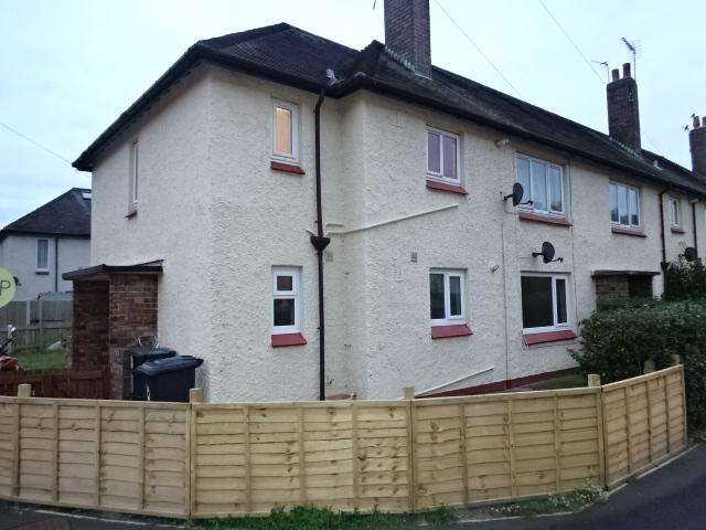 2 Bedrooms Maisonette Flat for sale in PENMAEN CRESCENT MAISONETTES, CONWY LL32