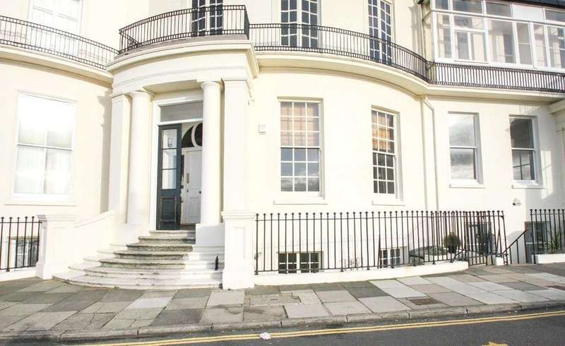 3 Bedrooms Flat for sale in Eastern Terrace, Brighton, East Sussex, BN2