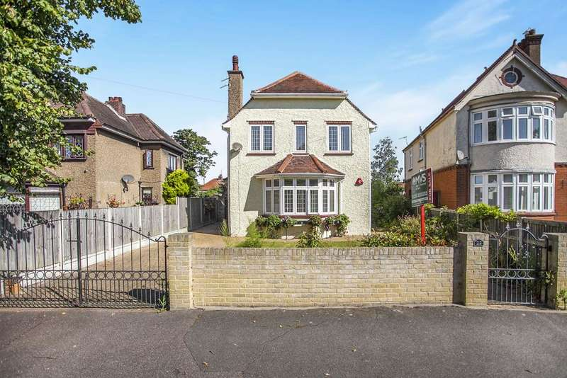 4 Bedrooms Detached House for sale in Vicarage Gardens, Clacton-on-Sea CO15