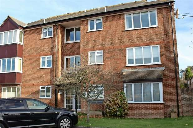 1 Bedroom Flat for sale in Meadow Court, Bridport, Dorset