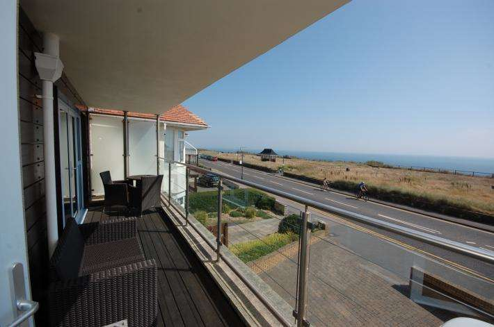 2 Bedrooms Apartment Flat for sale in Bournemouth BH6