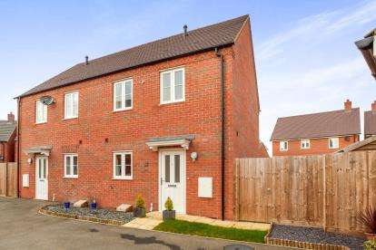 3 Bedrooms Semi Detached House for sale in Appledine Way, Bedford, Bedfordshire