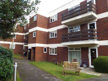 1 Bedroom Flat for sale in Southcrest Gardens, Southcrest, Redditch, Worcestershire