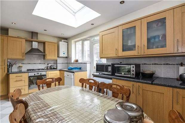 3 Bedrooms Terraced House for sale in Southcroft Road, LONDON, SW16