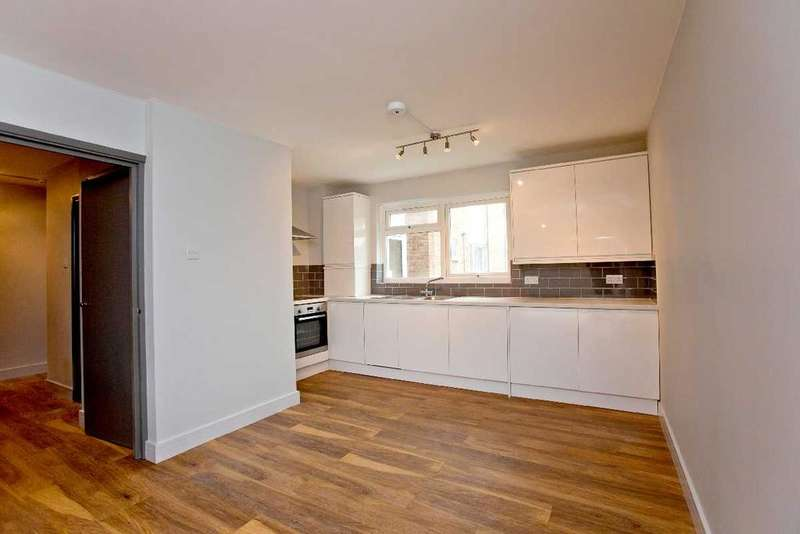 1 Bedroom Ground Flat for sale in Mintern Close, Hedge Lane, Palmers Green