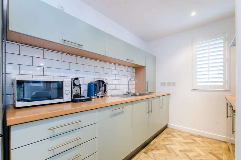 2 Bedrooms Flat for sale in Menai Place, Bow, E3