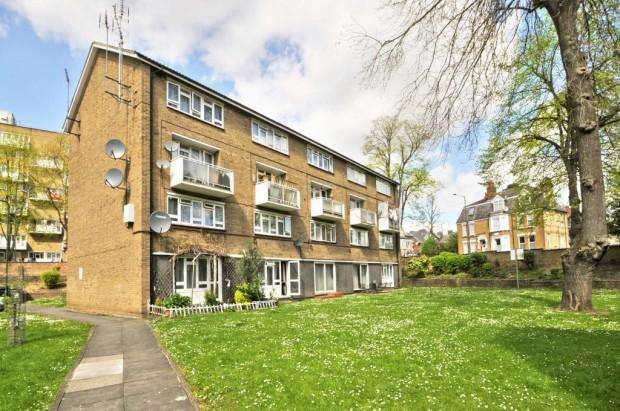 3 Bedrooms Ground Flat for sale in Athelstan Gardens, Kimberley Road, Brondesbury NW6