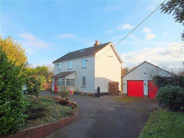 5 Bedrooms Detached House for sale in Whiteleaf Villa, Lower Road, Teynham, Nr Sittingbourne