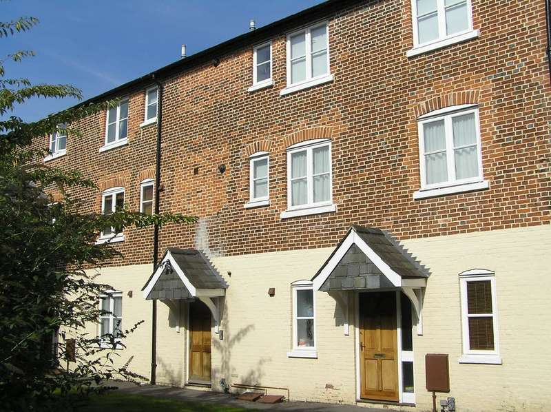 1 Bedroom Apartment Flat for sale in THE CLOISTERS, JUNCTION ROAD, ANDOVER SP10