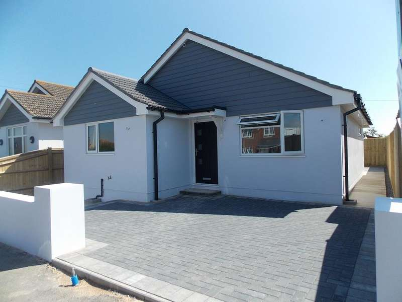 2 Bedrooms Detached Bungalow for sale in Arundel Road, Peacehaven,