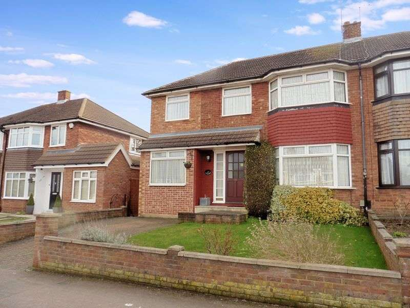 4 Bedrooms Semi Detached House for sale in Holliwick Road, Dunstable