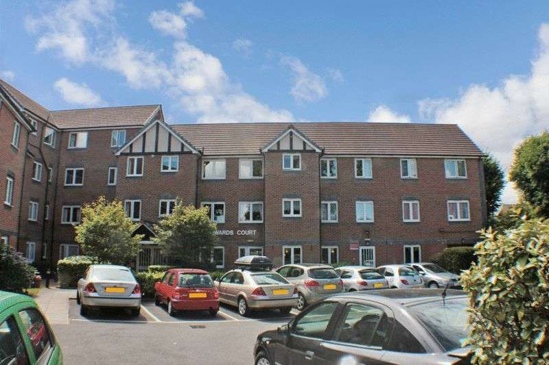2 Bedrooms Retirement Property for sale in Howards Court, Westcliff-on-Sea, SS0 7DG