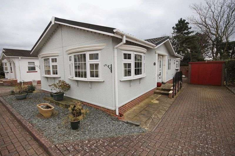 2 Bedrooms Detached Bungalow for sale in Upper Cornaway Lane, Portchester, Fareham, PO16