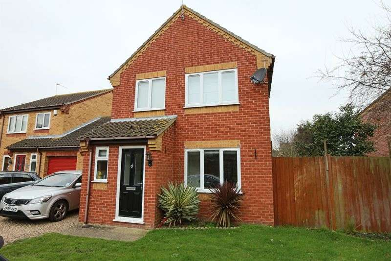 3 Bedrooms House for sale in Wren Close, Carlton Colville
