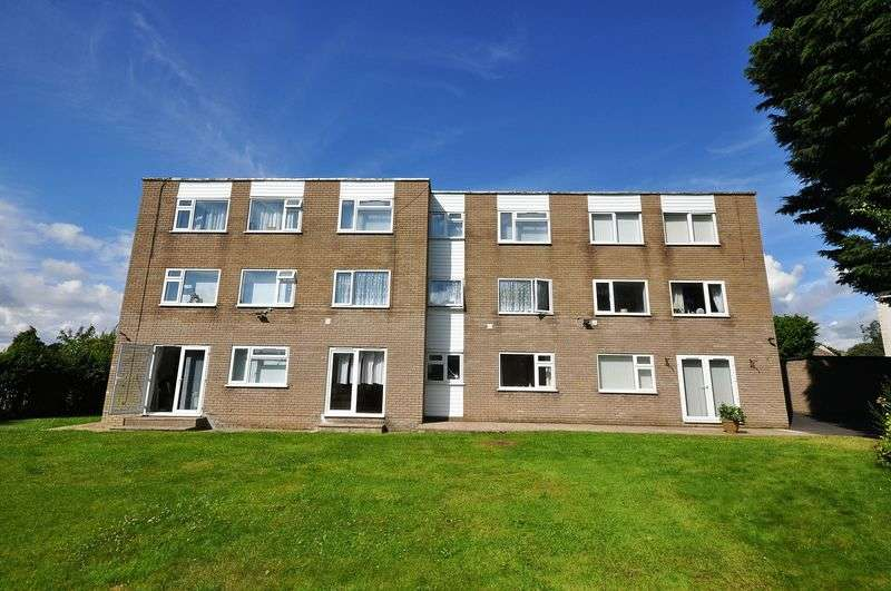 2 Bedrooms Flat for sale in Wrenbert Road, Staple Hill