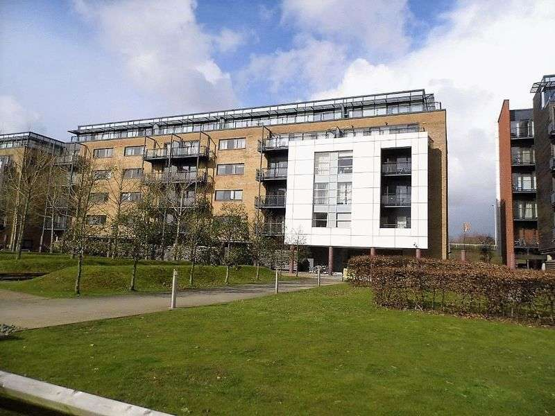 2 Bedrooms Flat for sale in Ferry Court, Cardiff Bay