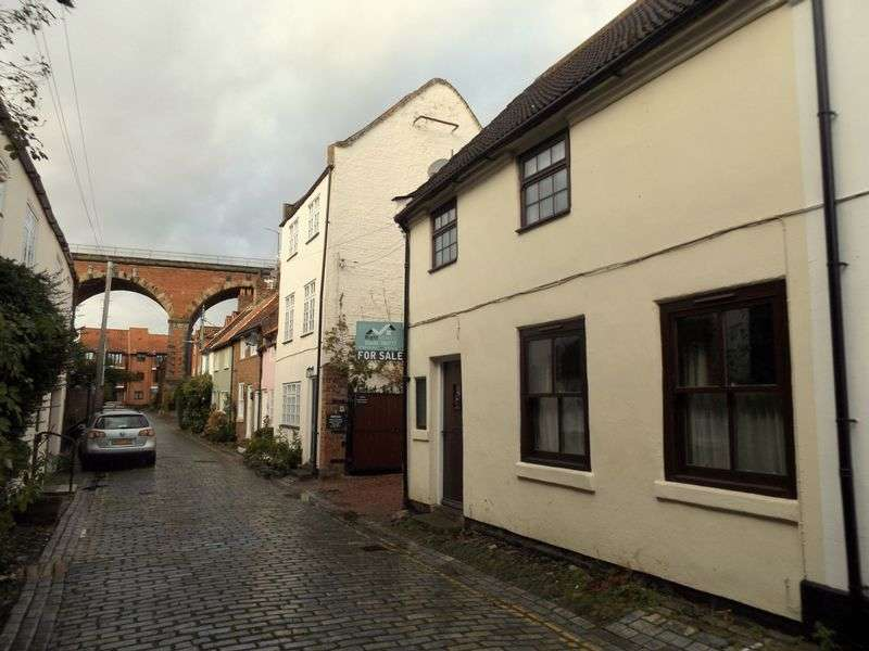 3 Bedrooms Terraced House for sale in High Church Wynd, Yarm