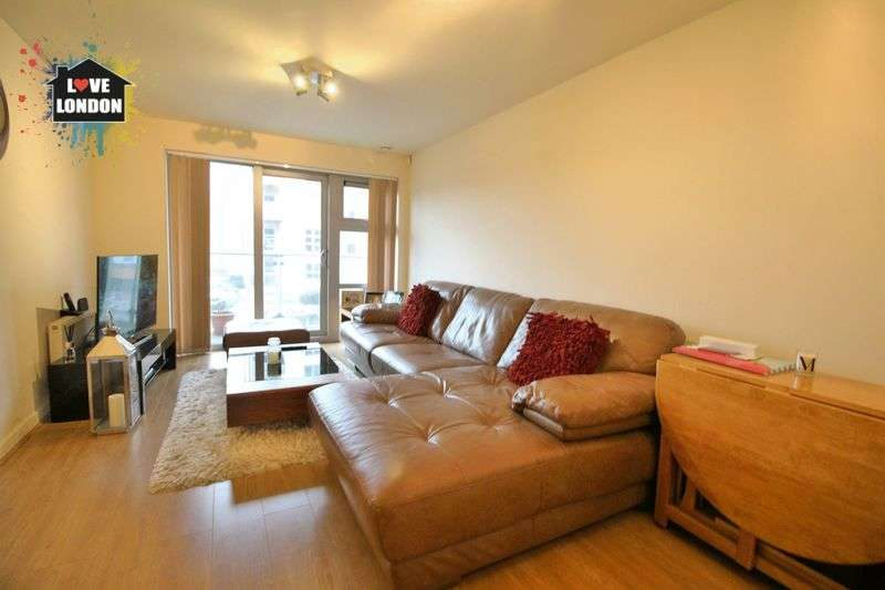 2 Bedrooms Flat for sale in Queen Mary Avenue, South Woodford, London, E18