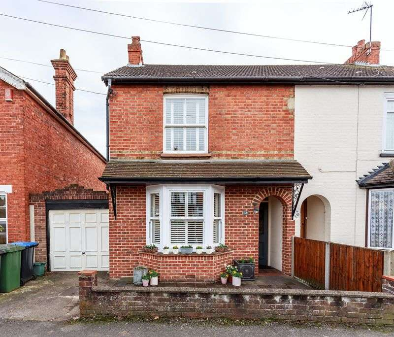 3 Bedrooms Property for sale in Crown Street, Egham