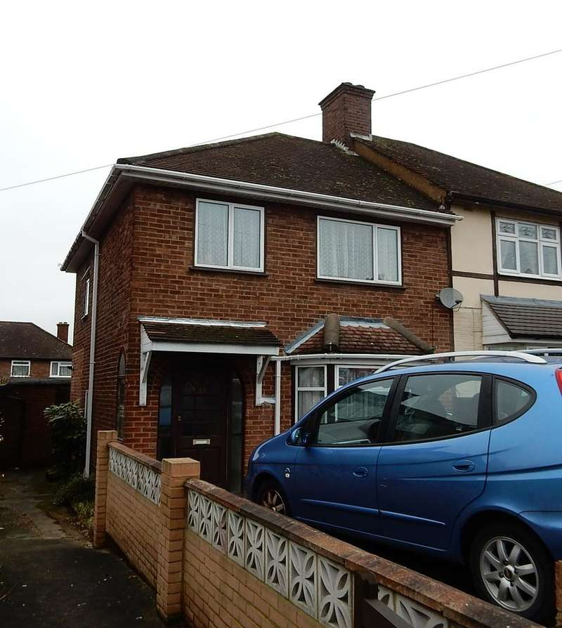 3 Bedrooms Semi Detached House for sale in Kingshill Avenue, Collier Row, Romford RM5