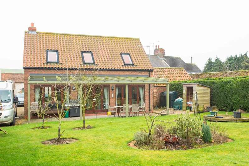 3 Bedrooms Detached House for sale in Helperthorpe, Malton, North Yorkshire YO17