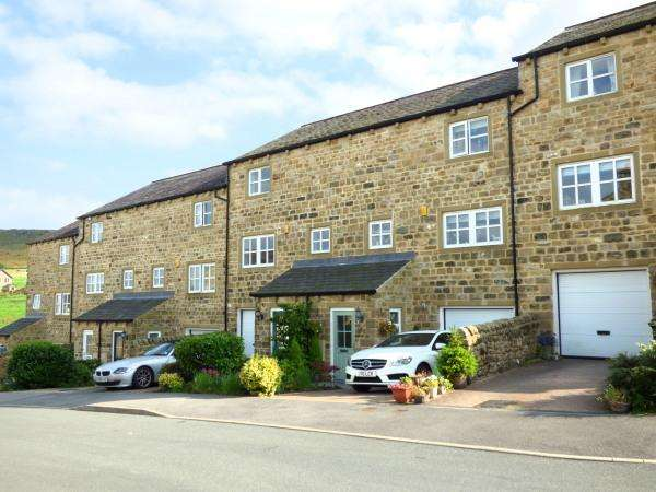 4 Bedrooms Town House for sale in 2 Acre Mews, Cowling BD22 0FP