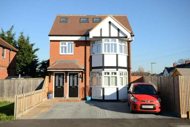 2 Bedrooms Duplex Flat for sale in Garden Road, WALTON ON THAMES KT12