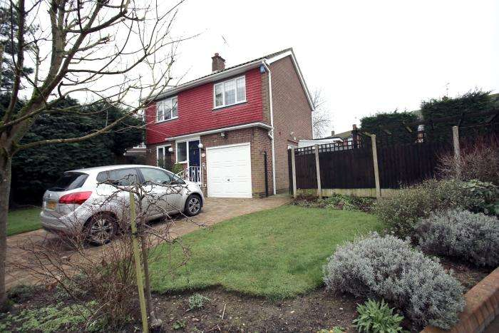 3 Bedrooms Detached House for sale in THE SPINNEY, MARDEN ASH CM5
