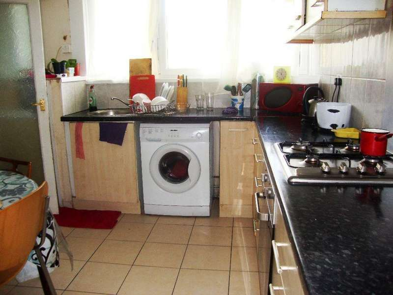 3 Bedrooms Flat for rent in Northolt Road