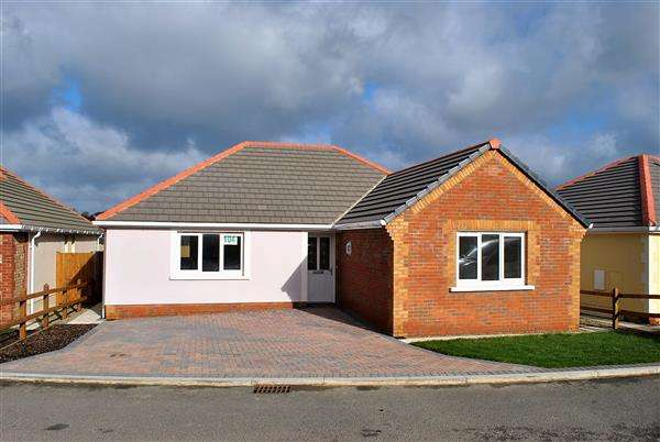 2 Bedrooms Detached Bungalow for sale in 104 Gibbas Way