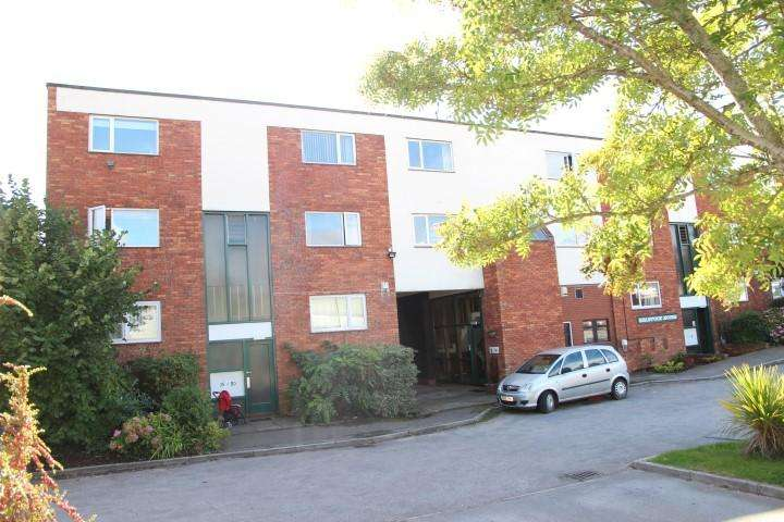 2 Bedrooms Flat for sale in Quantock House, North Petherton TA6