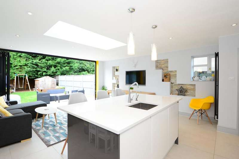 4 Bedrooms Semi Detached House for sale in Thistlecorft Road, Hersham KT12