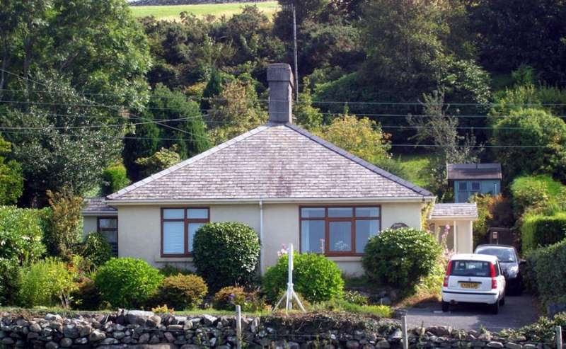 3 Bedrooms Detached Bungalow for sale in Llanbedr LL45