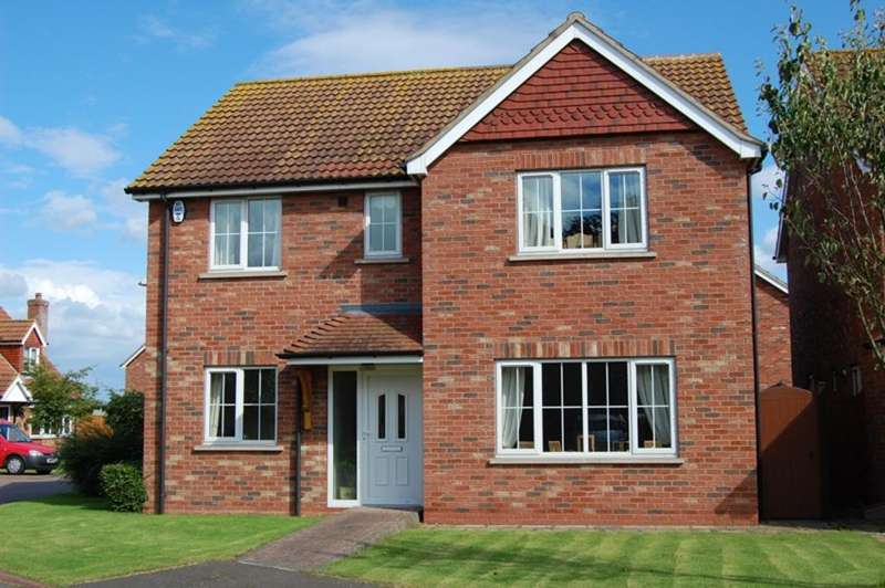 4 Bedrooms Detached House for sale in Permain Close, Scartho DN33