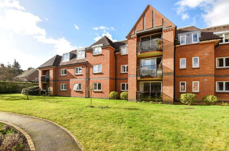 3 Bedrooms Flat for sale in Herondean, The Avenue, Chichester, PO19