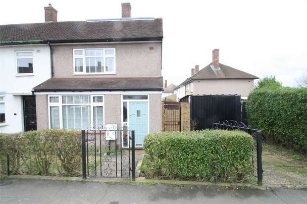 3 Bedrooms Semi Detached House for sale in Arrowsmith Road, Chigwell, Essex